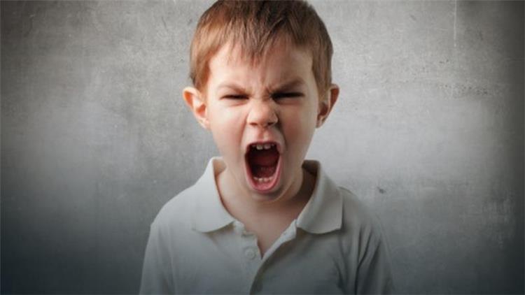 كيفية التعامل مع عصبية طفلك