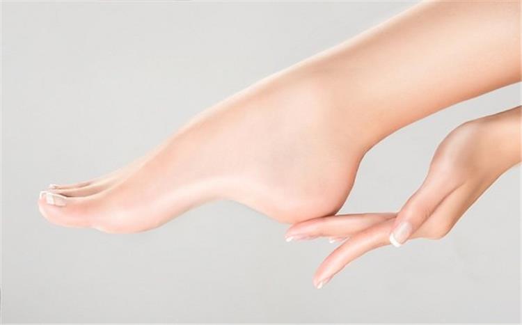 وصفات طبيعية تخلصك من تشققات القدمين في أسرع وقت ممكن