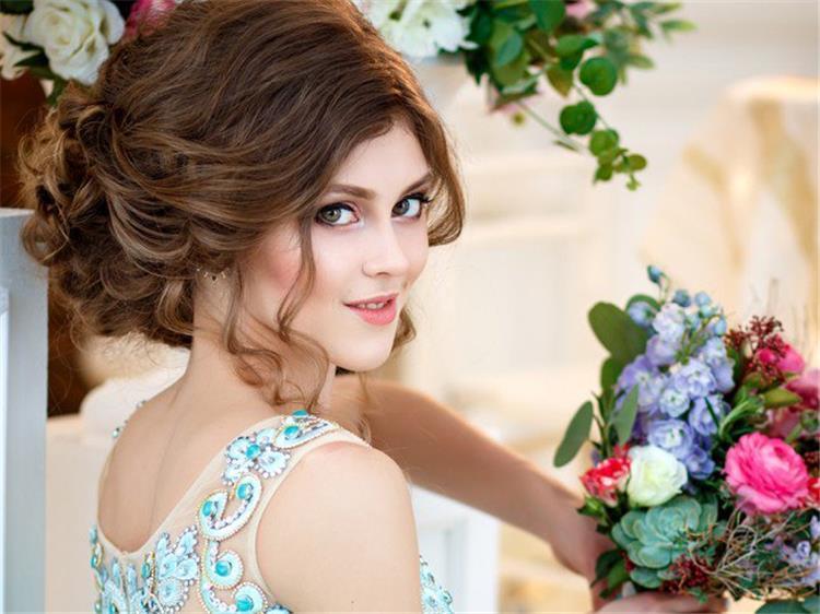 للشعر الكيرلي تسريحات بسيطة لأجمل عروس