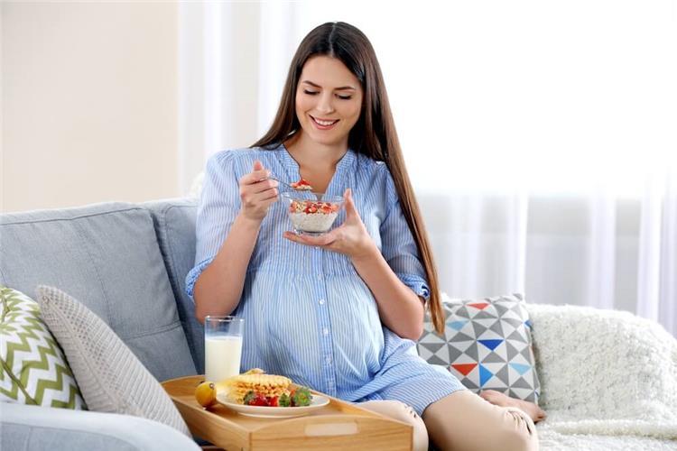 مخاطر تناول السكريات بكثرة أثناء الحمل وتأثيرها على الجنين
