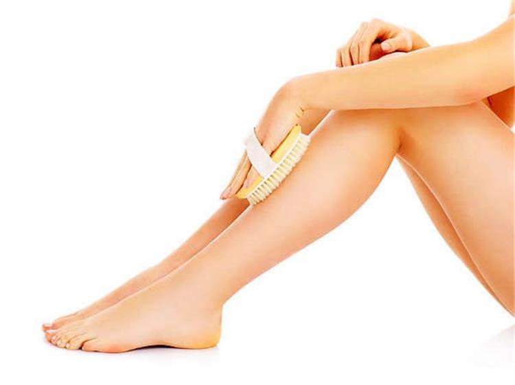 7 فوائد لتمرير الفرشاة الجافة على الجسم