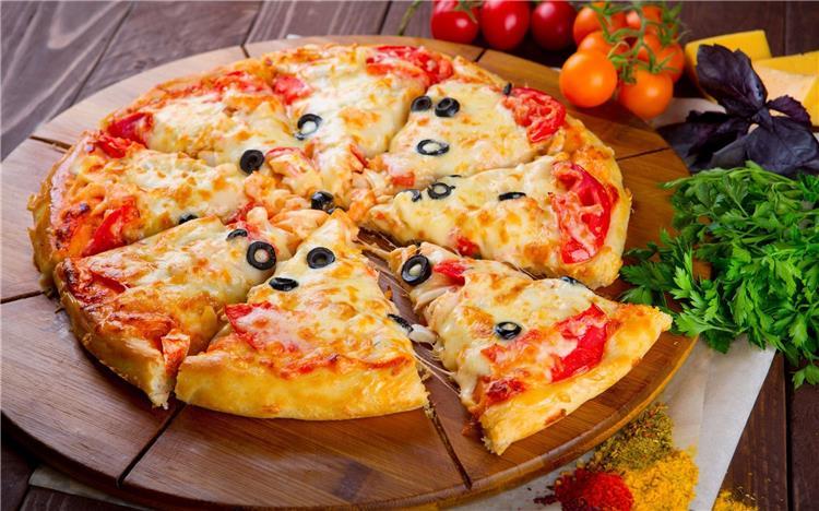 4 طرق لعمل البيتزا مثل المحلات مشكل جبن وبالفراخ وبالسجق