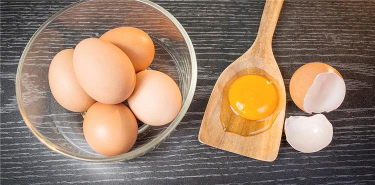 فوائد صفار البيض للشعر الخفيف