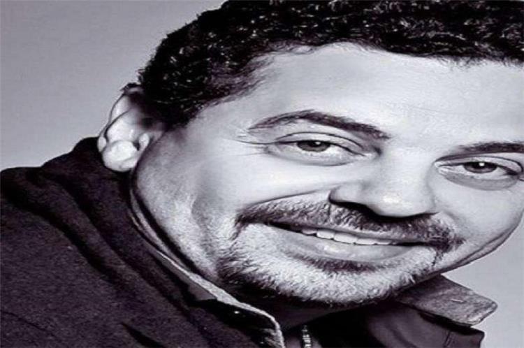 شاهد بالفيديو نجل طارق العريان يتشاجر مع عشرة شبان والسبب ممثلة مصرية ما الحكاية