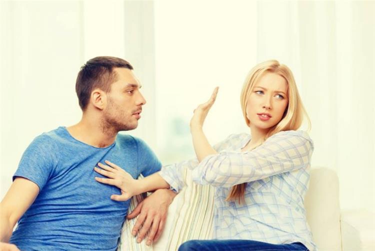 علامات توضح أن شريك حياتك يفكر في حبيبته السابقة