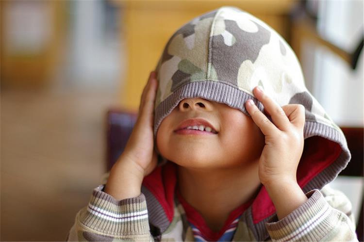 6 افكار للقضاء على خجل طفلك وزيادة ثقته في نفسه