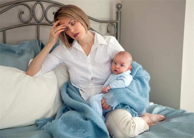 اكتئاب ما بعد الولادة الأسباب والأعراض