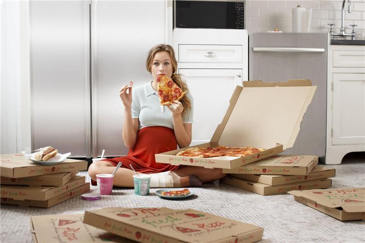 خطورة البيتزا على الحامل وحالات خاصة لتناولها