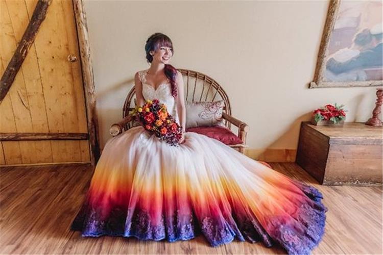 كيفية الجمع بين الألوان وفستان الزفاف التقليدي