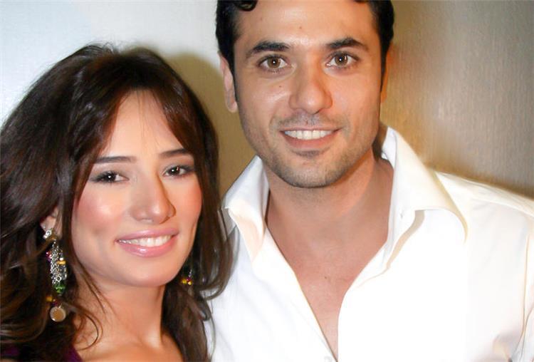 محادثة خاصة مسربة بين أحمد عز وزينة بعد معرفة حملها مفاجأة تكشف الحقيقة