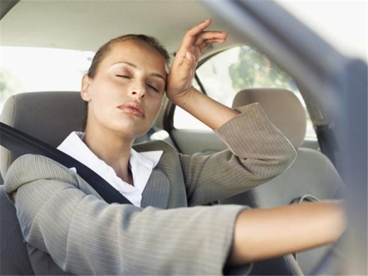 فوائد شرب الماء قبل قيادة السيارة