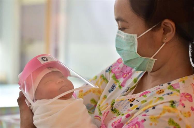 أعراض الإصابة بفيروس كورونا للأطفال حديثي الولادة