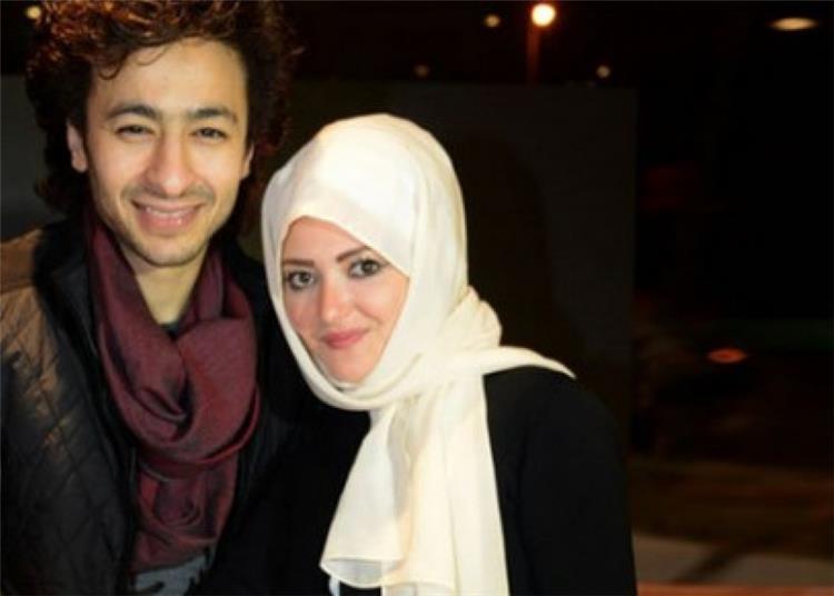 شاهد الظهور الأول لزوجة حمادة هلال في مناسبة فنية بعد خلع الحجاب بشعر أشقر