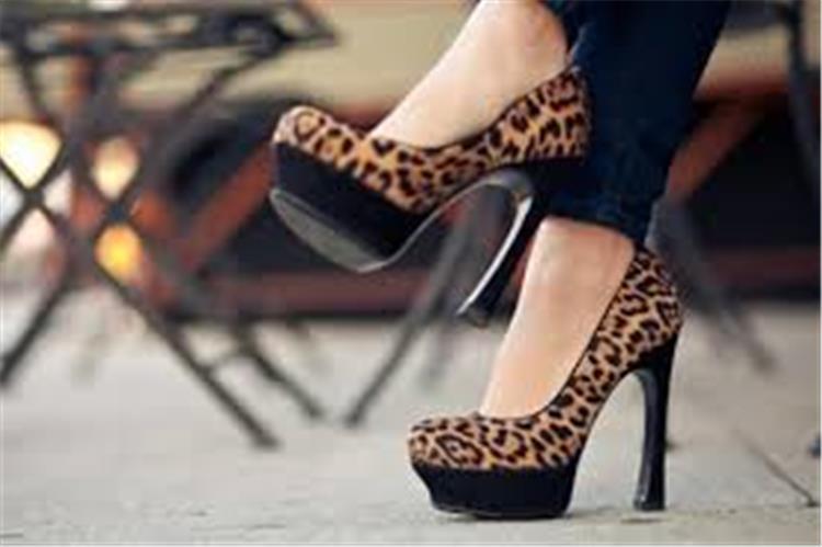أضيفي لمسة جذابة لمظهرك بأحذية جلد النمر