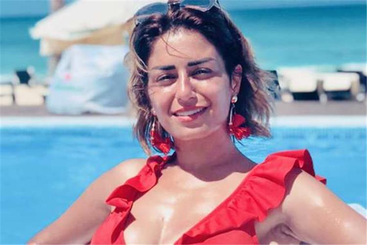 منة فضالي تحتفل بعيد ميلادها الـ36 بملابس حمراء جريئة
