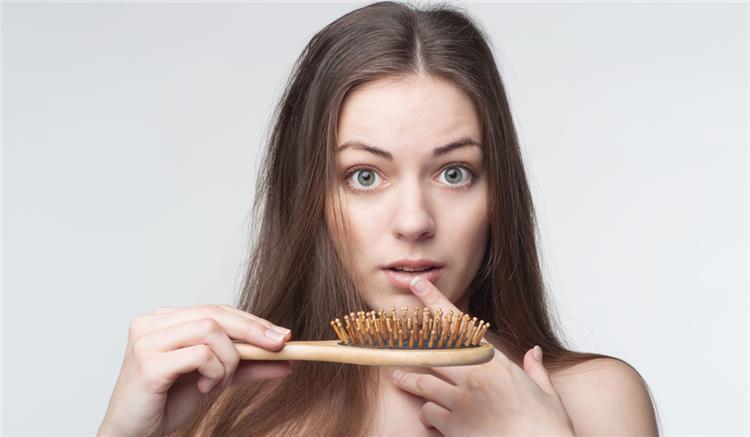 علاج تساقط الشعر الشديد بوصفات طبيعية مجربة