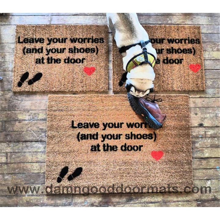 3 طرق مبتكرة لإقناع ضيوفك بخلع الأحذية خارج البيت