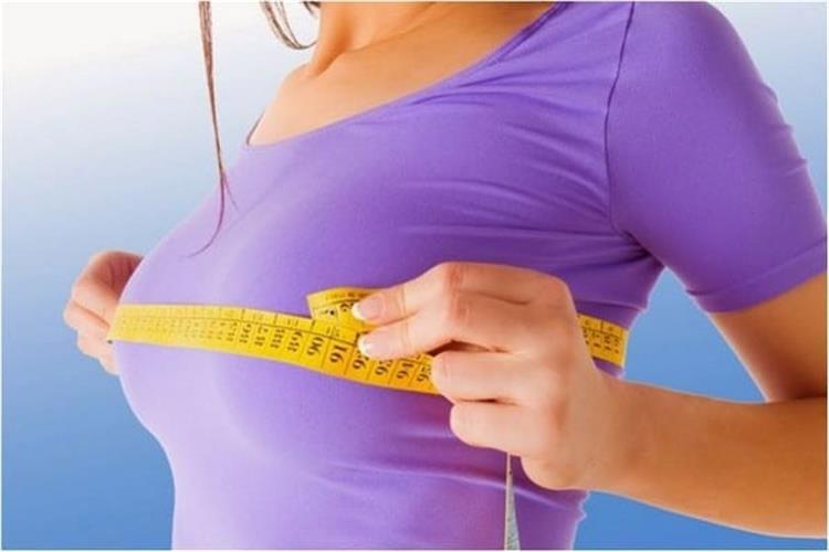 3 وصفات طبيعية لتكبير الثدي بالحلبة