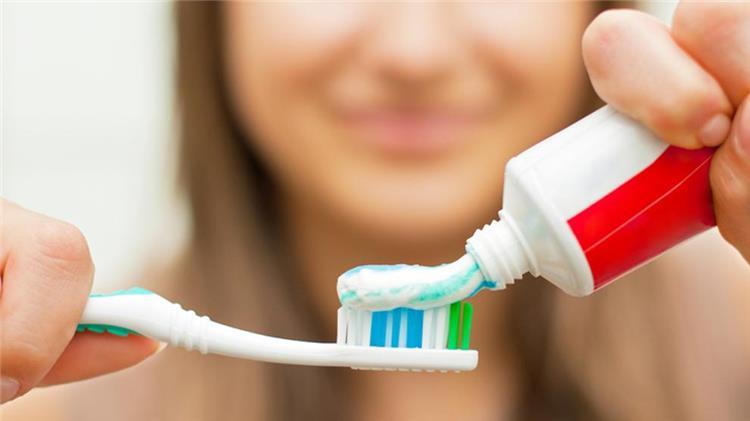 هل فعلا معجون الاسنان يساعد على تفتيح البشرة