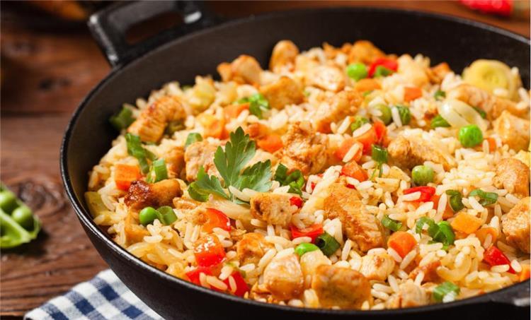 منيو غداء اليوم أرز بسمتي بقطع الدجاج وسلطة الكول سلو