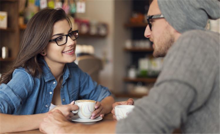 6 أفكار لإطلالة مناسبة لأول لقاء مع خطيبك