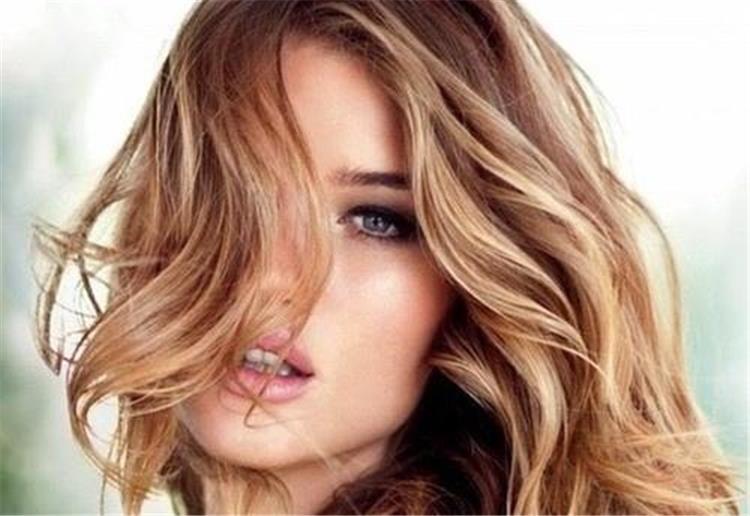 طريقة تفتيح لون الشعر بمواد طبيعية من مطبخك
