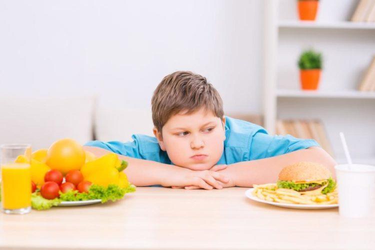 6 نصائح لانقاص وزن طفلك بطريقة صحية