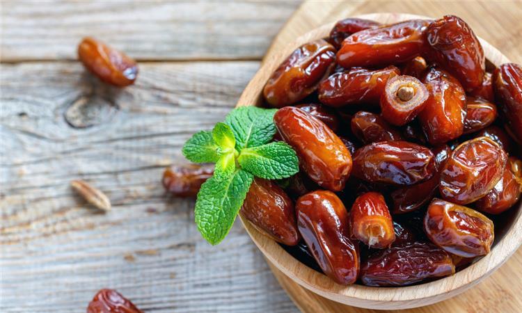 فوائد مذهلة للإفطار على التمر في رمضان والرسول صلى الله عليه وسلم نصح بذلك
