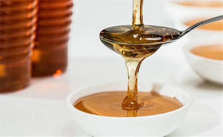 أضرار تناول العسل بالملاعق المعدنية سم قاتل