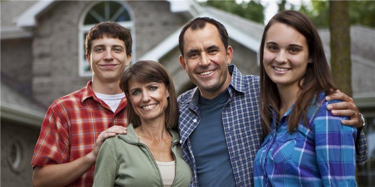 5 طرق للتعامل الصحيح مع ابنك المراهق