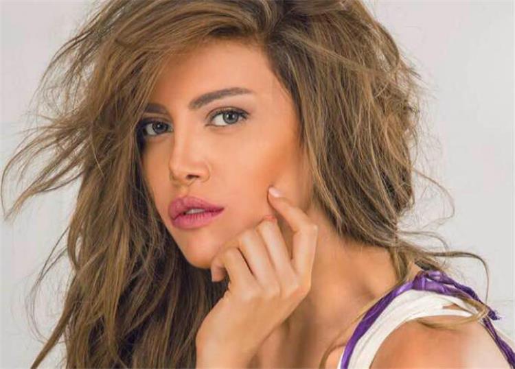 ريهام حجاج تثير الجدل بتصديها لكورونا مع زوجها محمد حلاوة بهذه الطريقة
