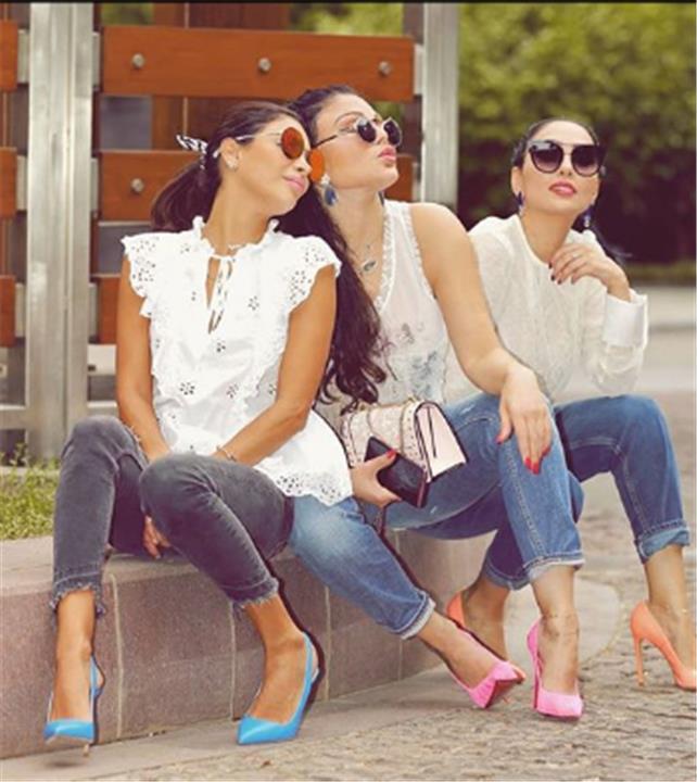 هيفاء وهبي تتألق في أحدث صور لها برفقة شقيقاتها
