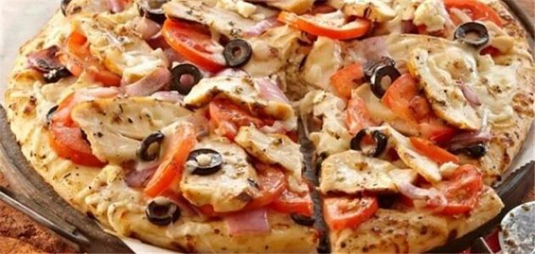 طريقة عمل البيتزا بالفراخ في البيت
