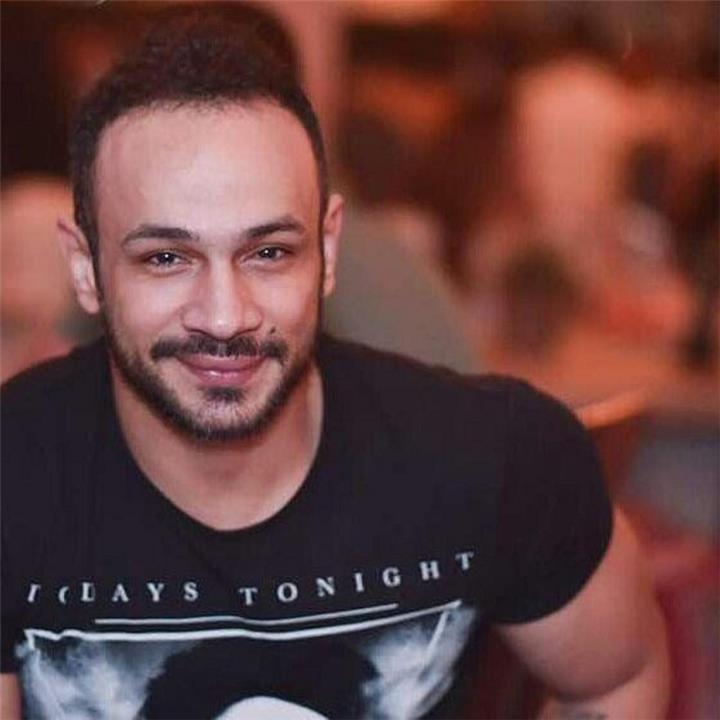 متابعة تهاجم الفنان محمد عطية بسبب والدته ما الحكاية