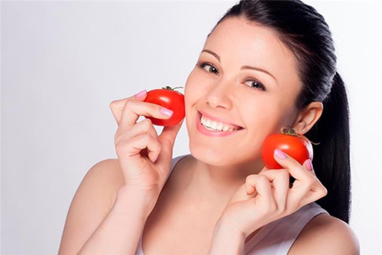 5 وصفات طبيعية من الطماطم للعناية بالبشرة بشكل كامل
