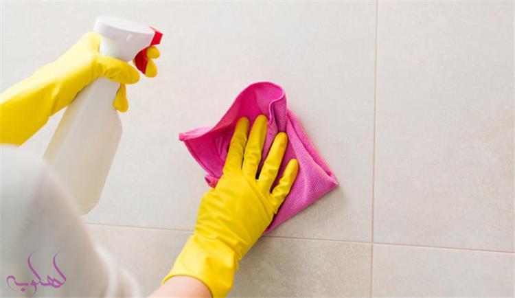 طرق فعالة لتنظيف سيراميك المطبخ من الدهون