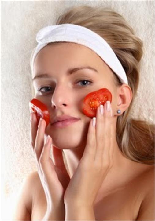 5 خطوات بسيطة للقضاء على مشاكل البشرة بالسكر والطماطم