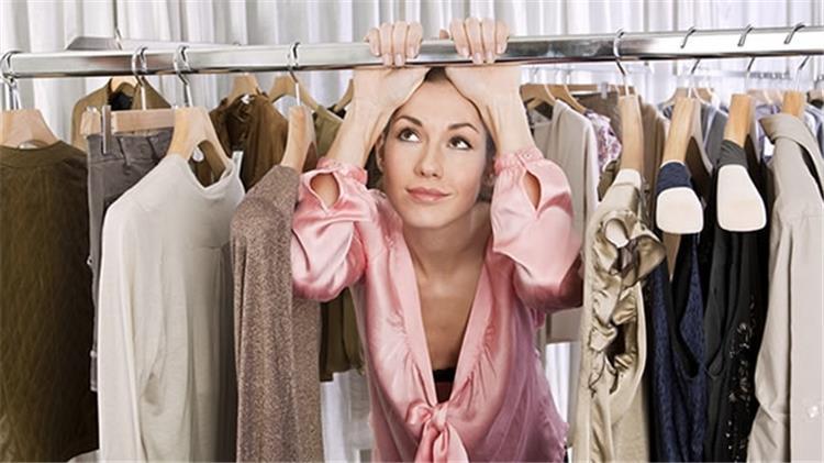 تفسير رؤية الملابس في المنام البالية والجديدة