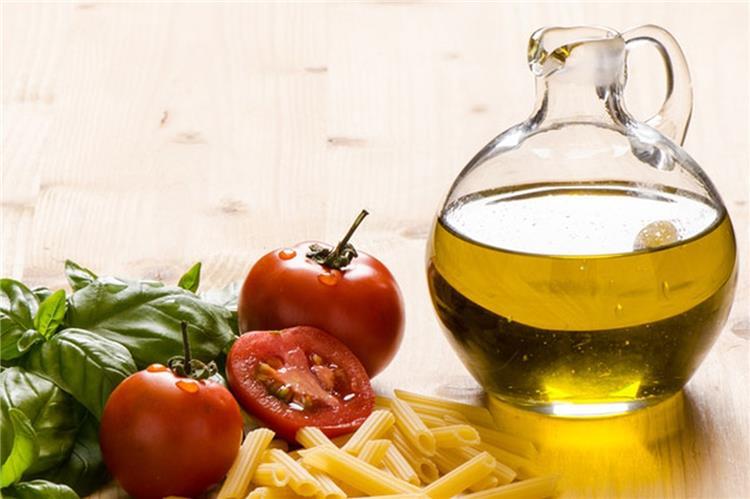 فوائد زيت الزيتون فى الطبخ ونصائح عند تعريضه للنار
