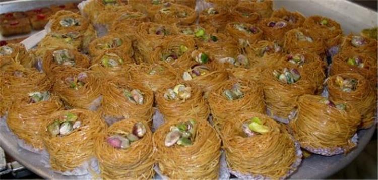 طريقة عمل الكنافة الملفوفة لتقديمها في رمضان