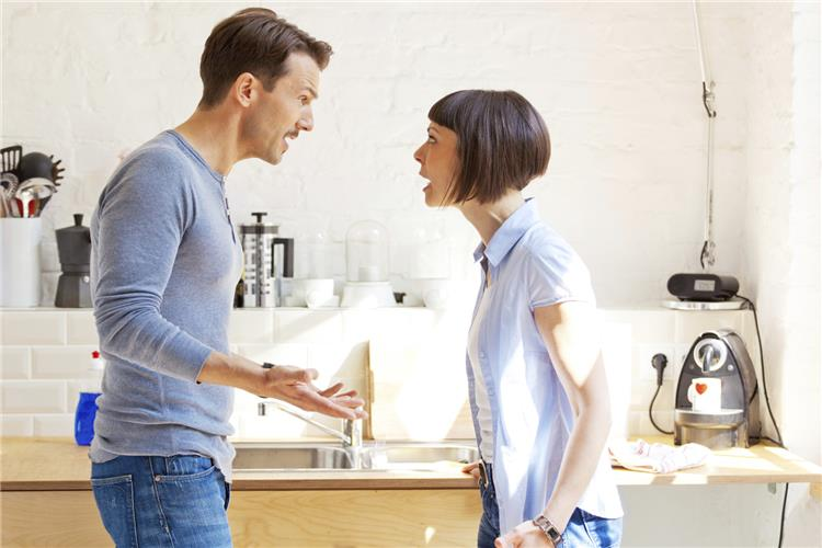 6 عوامل لتطور الخلاف بين الأزواج إلى حد الإهانة والعنف اللفظي