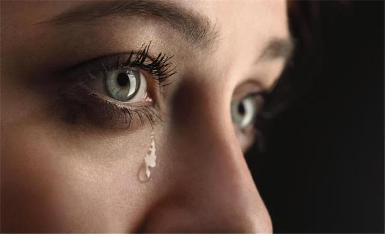 إعرفي شخصيتك من طريقة بكائك أيهم أنت