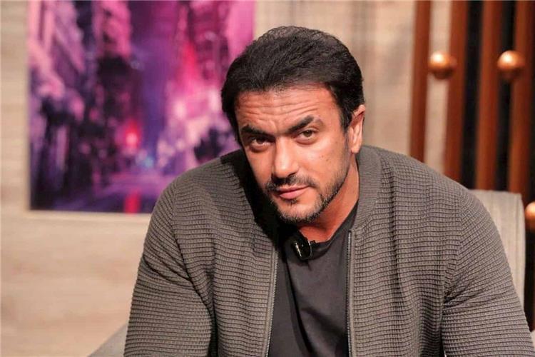 أحمد العوضي يعتذر لزوجين على الهواء بسبب صورة