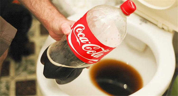مش بتهضم بس 10 استخدامات مختلفة للكوكاكولا