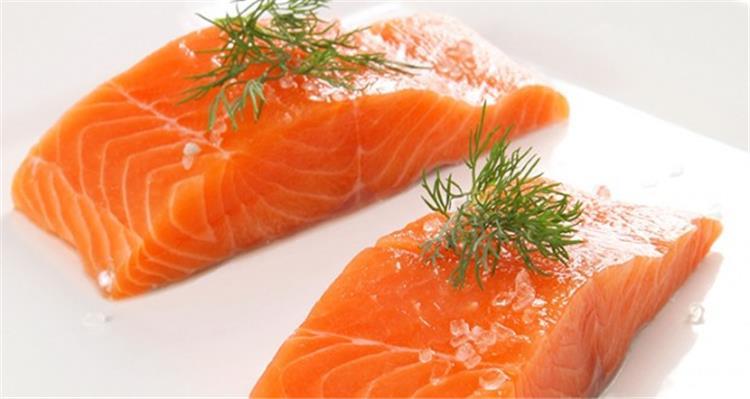 اضرار سمك السلمون احذري قبل تناوله