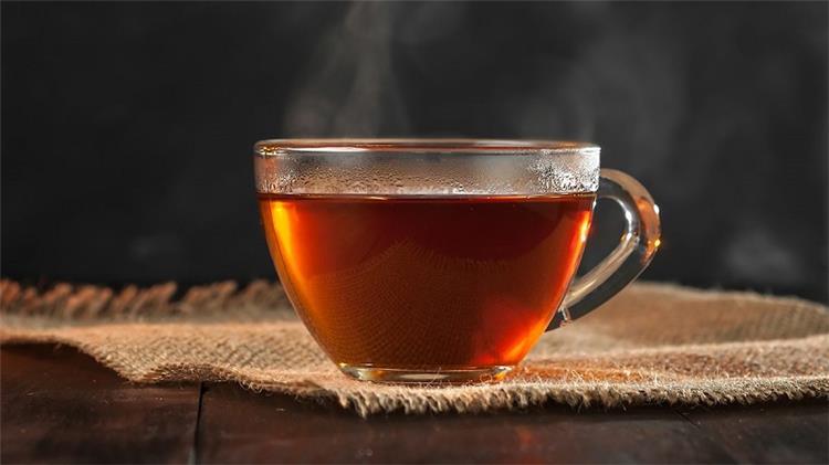 أهم 10 فوائد مثبتة علميا للشاي الأسود