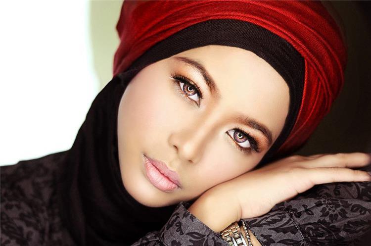 مكياج خفيف يناسب عبائتك السوداء في رمضان