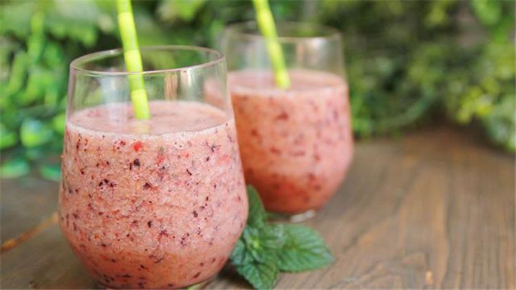 3 طرق لعمل سموثي البطيخ المنعش