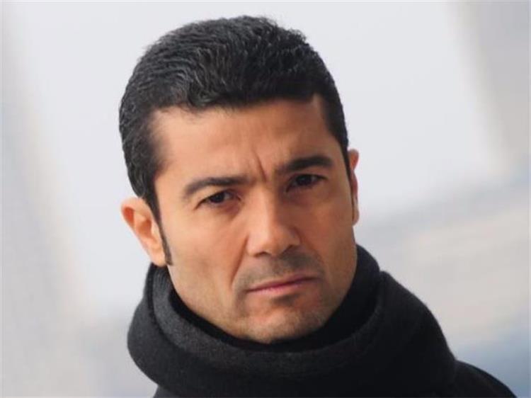 خالد النبوي يشوق جمهوره لعمل جديد بصورة أبيض وأسود