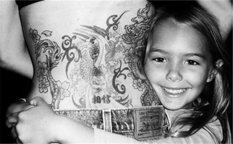 10 خبرات يتعلمها طفلك من رسمك للتاتو